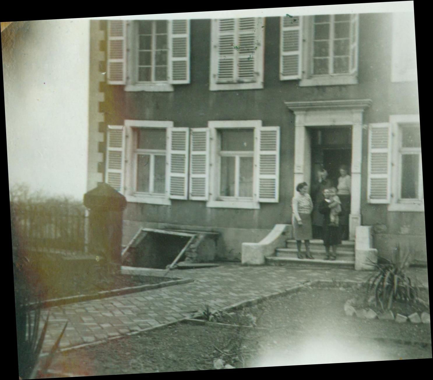 Hofgebäude um 1945 gedreht